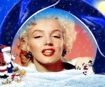"""Cartolina di Natale sfondo blu e la neve in cui inserire l""""immagine, sono Babbo Natale, un ragazzo e pupazzi di neve."""