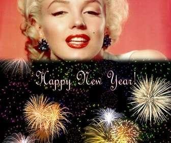 """Cartolina di Natale abbiamo dato il benvenuto al nuovo anno in lingua inglese. Siamo in grado di inserire una foto in cima a un cielo notturno pieno di fuochi d""""artificio."""