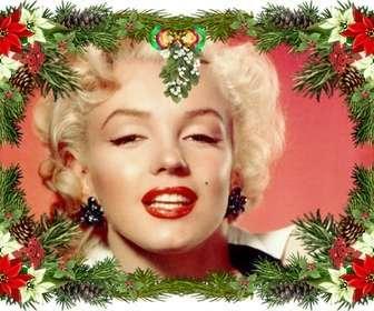 """Cornice per foto con decorazioni per l""""albero di Natale che è possibile utilizzare come un augurio di Natale."""