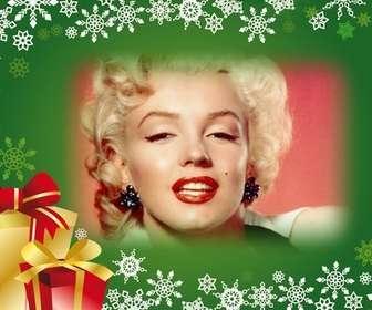 Cartolina con sfondo verde e regali di Natale per mettere la tua foto in background.