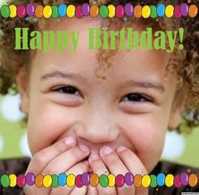 Cartolina di buon compleanno con molti palloncini colorati per caricare il tuo foto