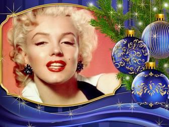 Metti la tua foto accanto a questa carta di Natale con gli ornamenti.