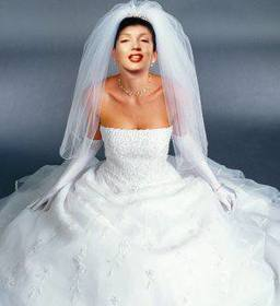Vesti la sposa in abito bianco con questo montaggio fotografico