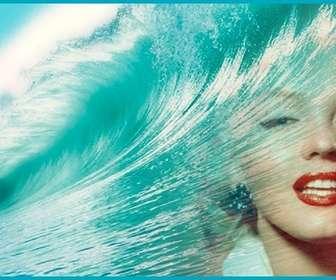 Decora il tuo profilo di Facebook con una copertina personalizzata con la tua foto e lazzurro del mare con una grande onda.