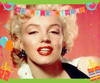 Scheda di compleanno con palloncini, bandiere con gli uccelli, i regali, coriandoli e telaio verde.