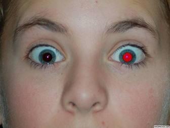 Rimuovi gli occhi rossi dalla tua foto online.