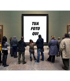 Fotomontaggio nel Museo del Prado con i visitatori che guardano un dipinto a mettere una foto nel foro