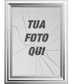 """Cornice digitale, l""""immagine si rifletterà in uno specchio rotto. Può sembrare curioso effetto di una cornice con il vetro rotto"""
