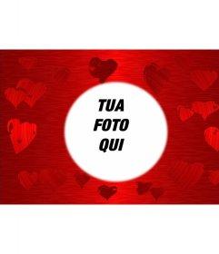 Sfondo rosso con cuori stampati in varie sfumature dello stesso colore al centro del quale è un cerchio nel quale cornice la foto preferita