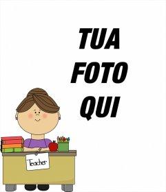Fotomontaggio con un insegnante nella sua scrivania dove è possibile aggiungere una foto