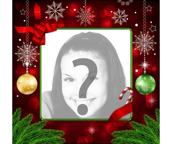 Photo frame per il Natale con decorazioni rosse, fiocchi di neve doro e palle di Natale