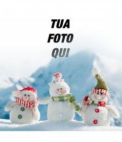 Fotomontaggio di mettere la tua foto in questa immagine di tre pupazzi di neve