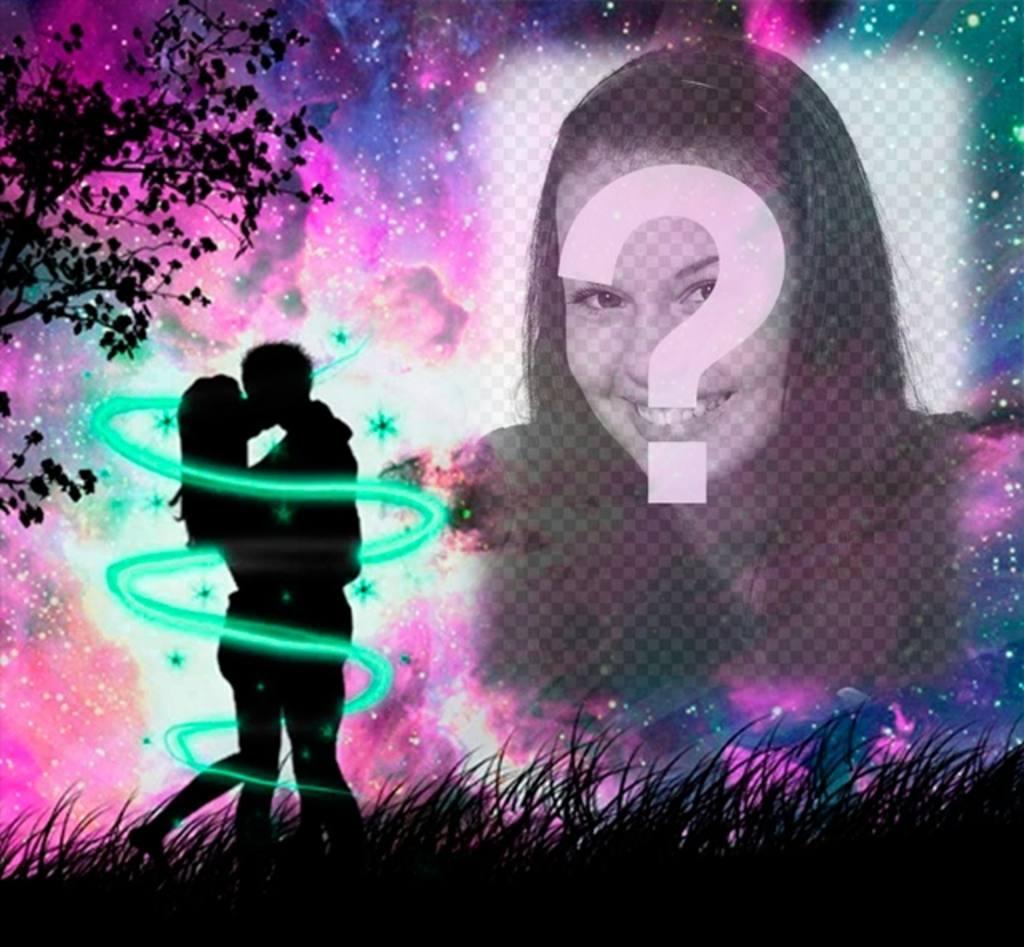 Amore cornice con una sagoma di due amanti che si baciano nel bosco con il cielo stellato viola