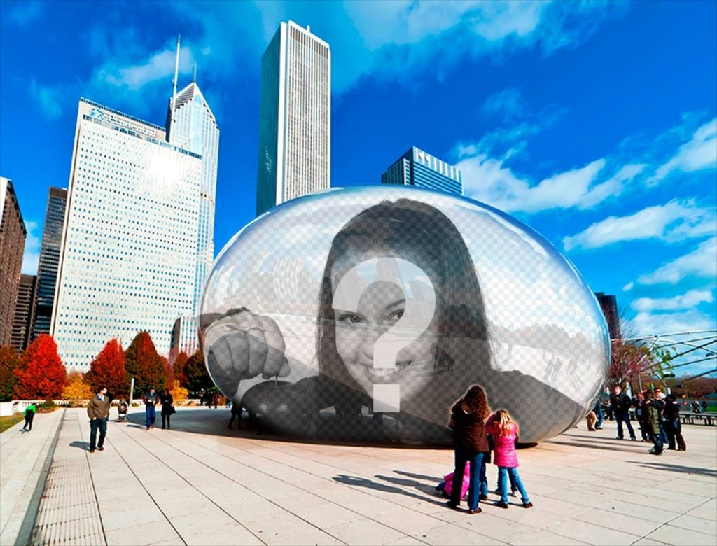 Fotomontaggio con il tuo riflesso in una statua ovale